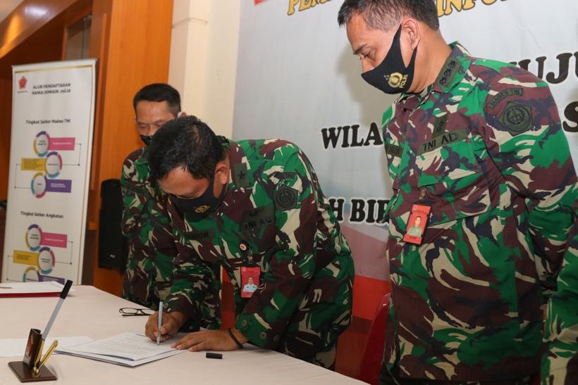 Pencanangan Zona Integritas Menuju Wilayah Bebas dari Korupsi (WBK) dan Wilayah Birokrasi Bersih dan Melayani (WBBM)                           Pusinfolahta TNI  TA 2020